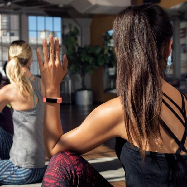 Fitbit Alta HR coral - Fitness-Armband mit Herzfrequenz bei CardioZone guenstig online kaufen